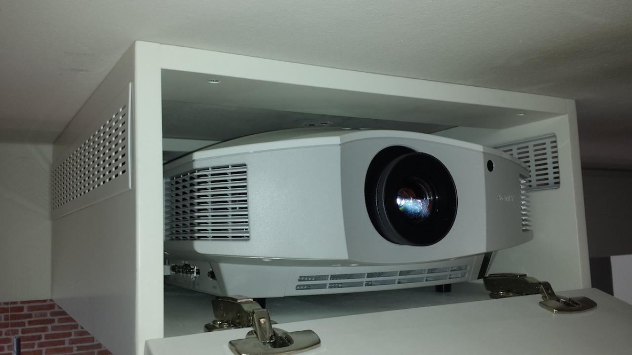 Sony HW 55 in weiß versteckt 3
