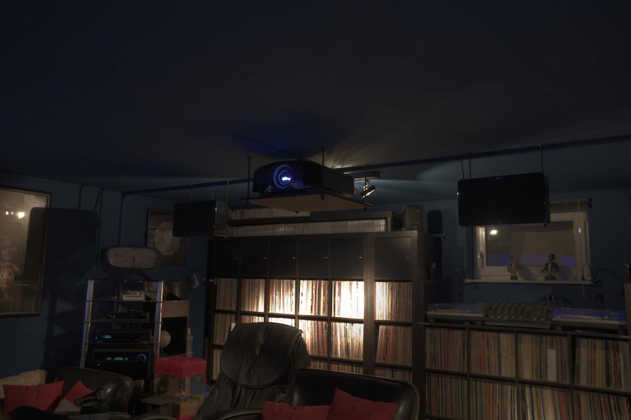 heimkino flying dragon in hamburg mit sony vpl vw500. Black Bedroom Furniture Sets. Home Design Ideas