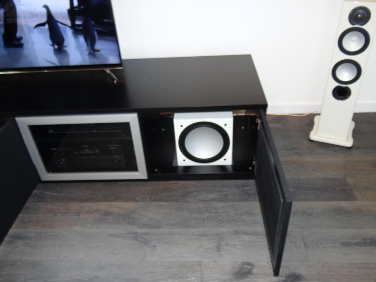 subwoofer im lowboard akustik hifi forum. Black Bedroom Furniture Sets. Home Design Ideas