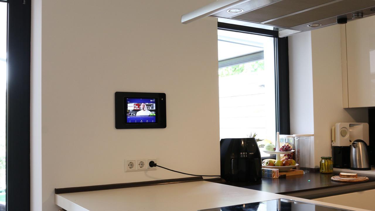 fernseher in der kche interesting erstaunlich kche tv. Black Bedroom Furniture Sets. Home Design Ideas