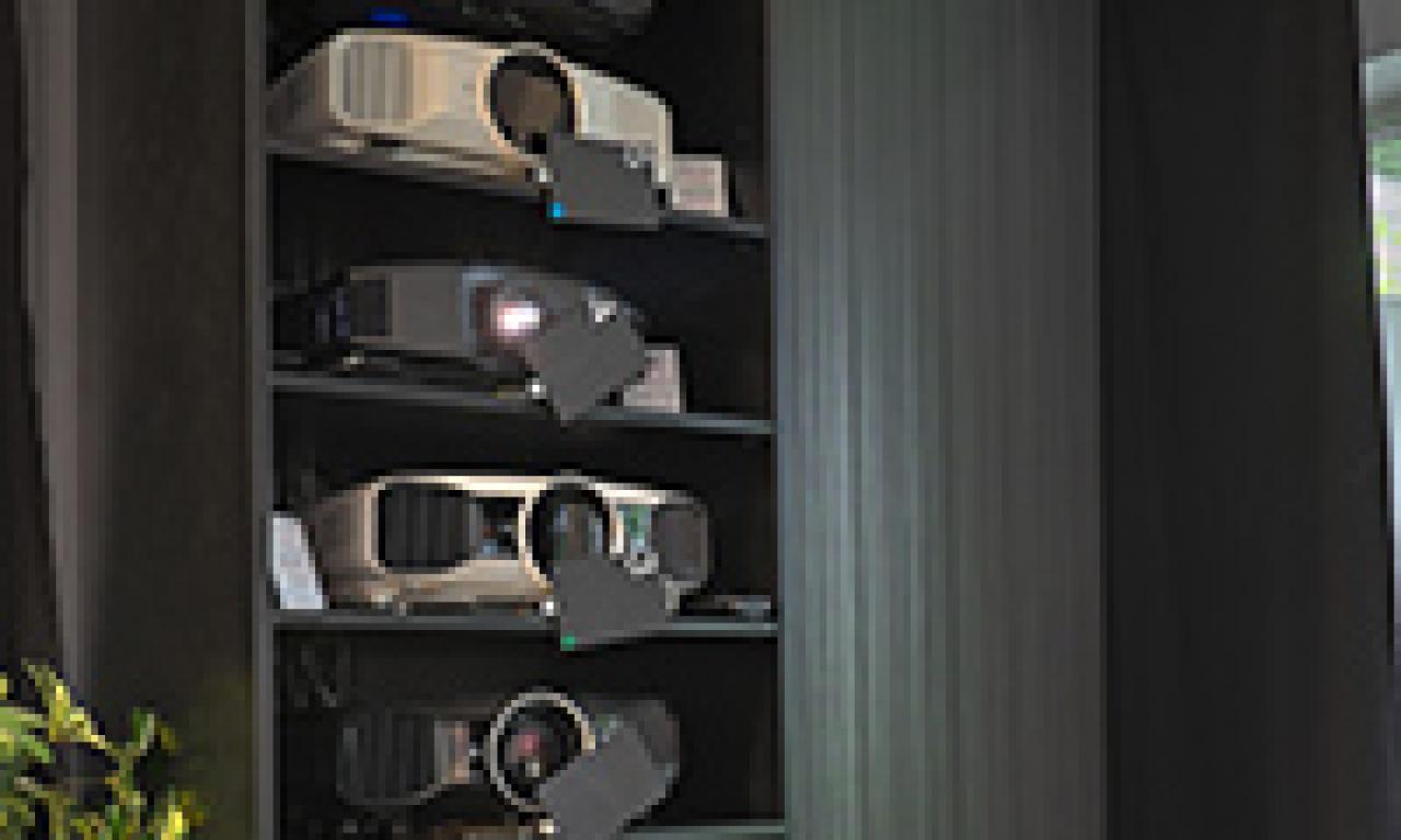 Beamer, Leinwände und Fernseher in unseren Heimkinoraeumen vergleichen