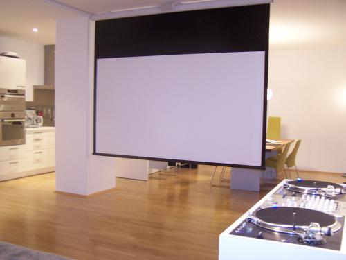 heimkino beamer oder fernseher beratung und test. Black Bedroom Furniture Sets. Home Design Ideas