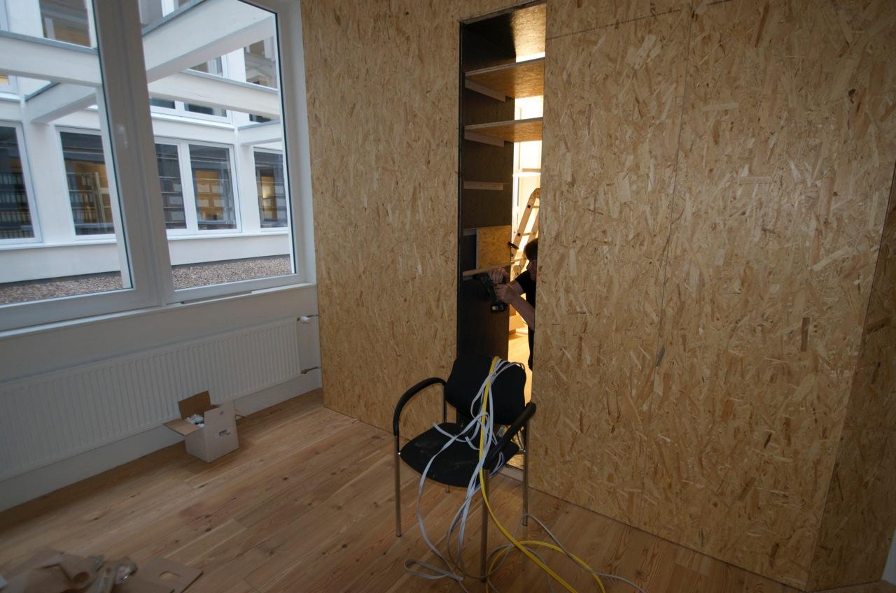 Wandverkleidung Holz Bremen ~ Die Wall Street erhält so langsam Leben, das Regal für die Beamer
