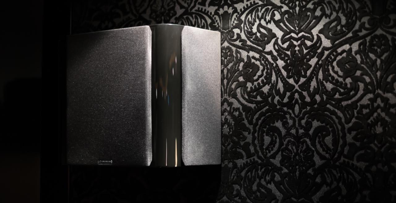 Verkleidung mit DiPol Lautsprechern
