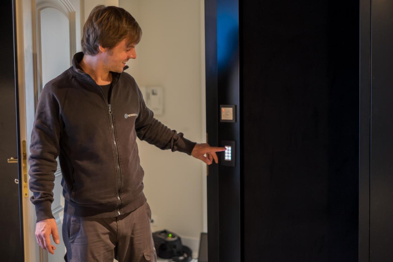 Steuerung des Kinos wie mit einem Lichtschalter