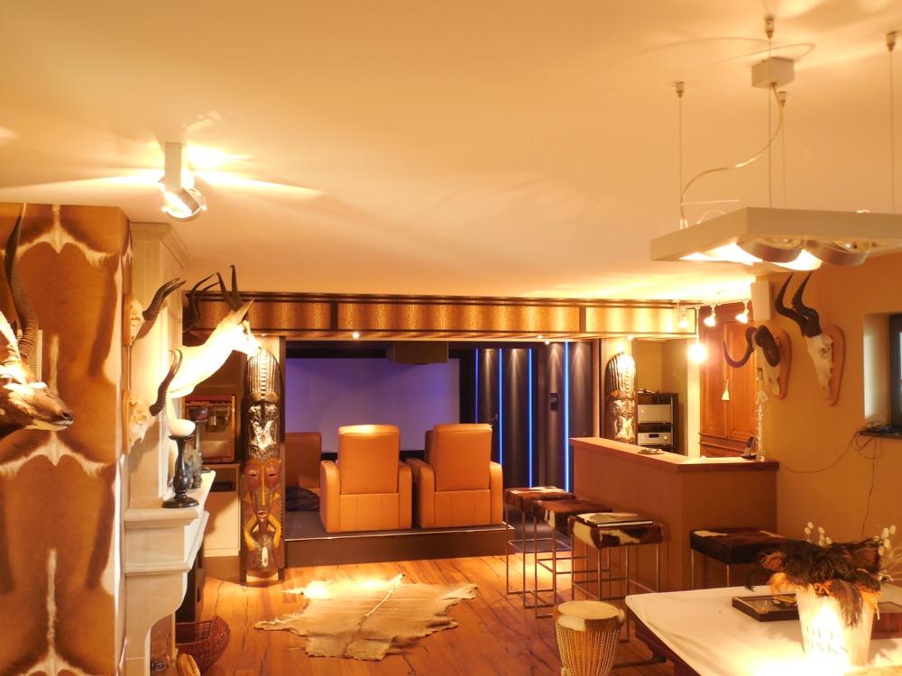 fein heimkino mit bar bilder images for inspirierende. Black Bedroom Furniture Sets. Home Design Ideas