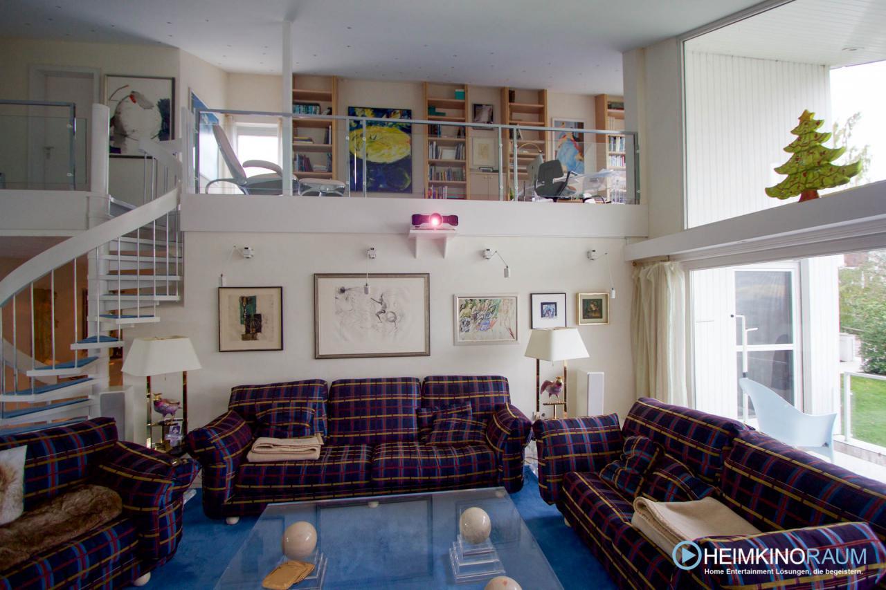 Epson Heimkino Beamer im Wohnzimmer installiert