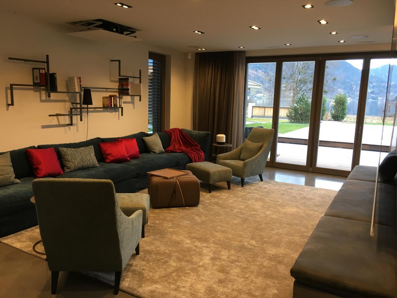 Heimkino mit beamer und leinwand haus design m bel for 7 1 wohnzimmer
