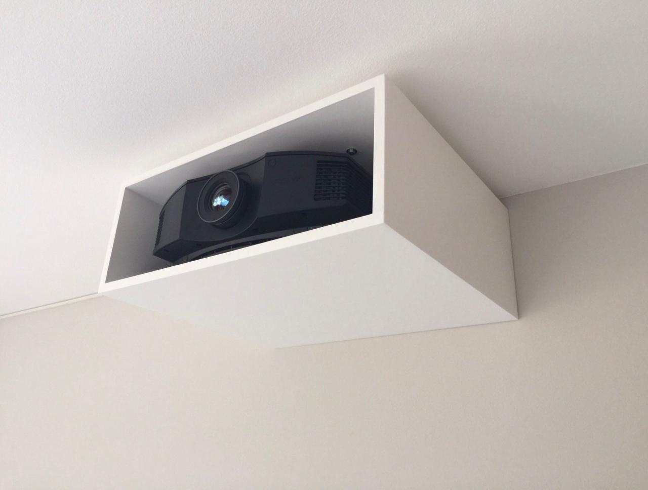 In Dezenten Decken Abkastung Wird Jeder Projektor Unsichtbar Fr Das Auge Des Betrachters
